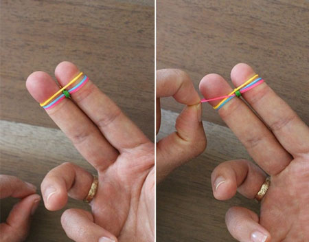 браслеты из резинок на пальцах как плести
