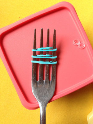 как сделать браслет из резинок на вилке